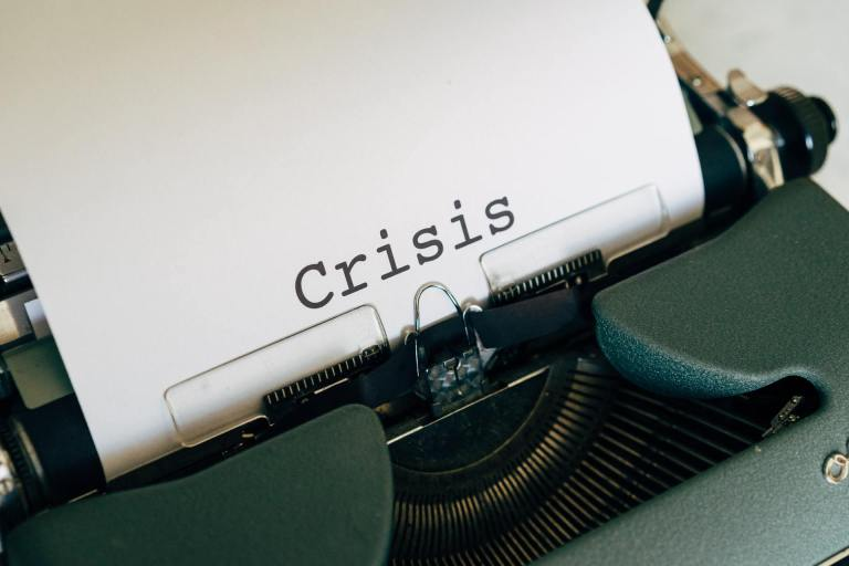 Frequent and pronounced crisis lead back to poverty | Photo by: Markus Winkler / unsplash